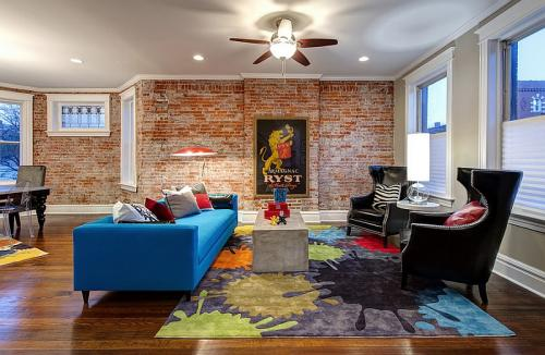 Exposed-brick-walls-bring-a-touch-of-historic-charm-to-the-living-room