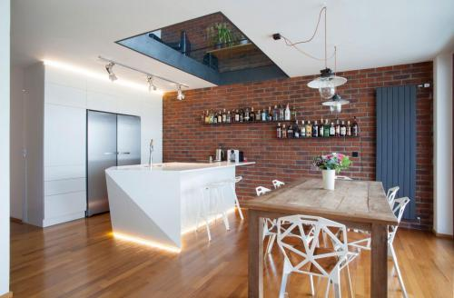 Modern-kitchenwith-Exposed-Brick-Wall
